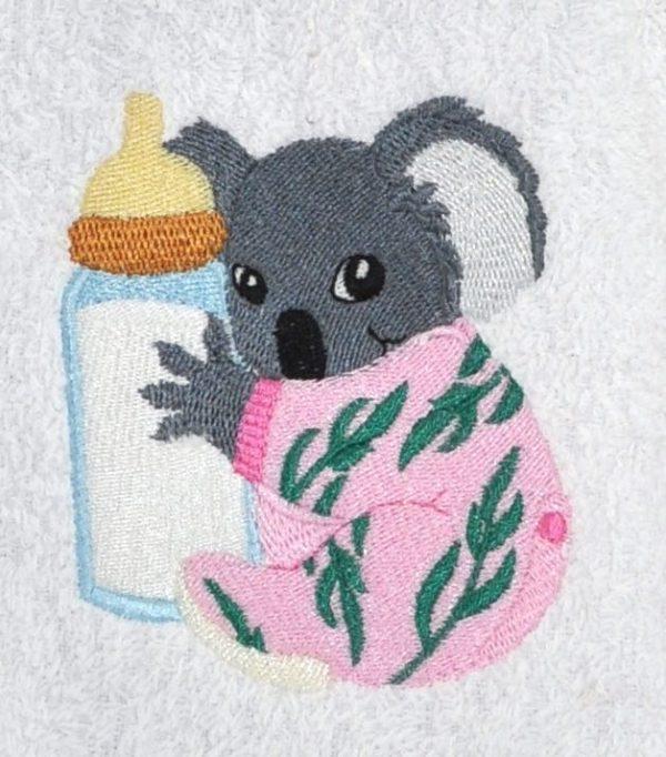 bavoir brodé bébé koala tenant son biberon