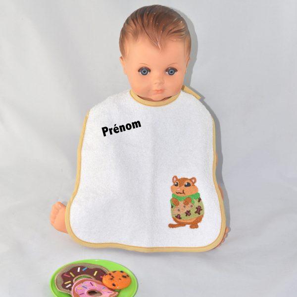Bavoir brodé motif hamster se régalant d'un cookie